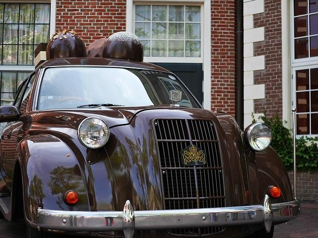 茶色のクラッシックカー