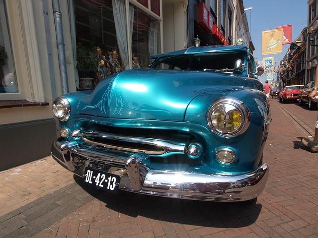 青色クラッシックカー